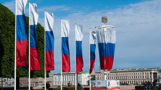 Ко Дню города украсят 34 улицы Петербурга