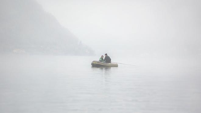 В ледяной Ладоге утонул рыбак из Петербурга