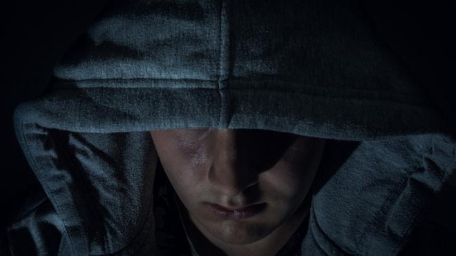 В Петербурге молодой человек похитил из кассы заправки650 тысяч рублей