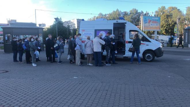 Вакцинацию против гриппа прошли уже 25,6% жителей Петербурга
