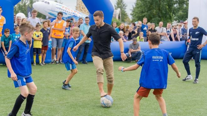 Файзулин сыграл в парке 300-летия с участниками «Большого фестиваля футбола»