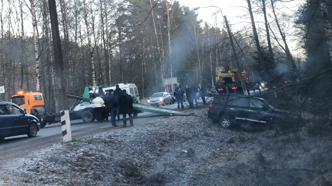 Петербургские водители встретили пятницу в кюветах. В городе перевернулось сразу три машины
