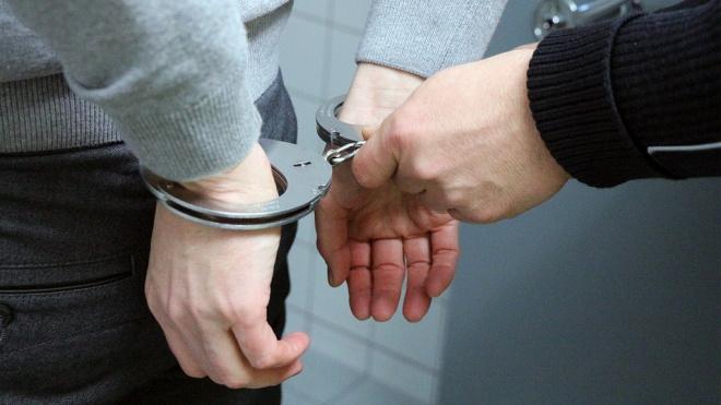Петербуржца задержали за поножовщину на Софийской улице