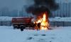 На Парашютной в мощном пожаре полностью сгорела кабина КАМАЗа
