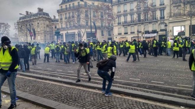 """Эксперт о """"следах Кремля"""" в протестах """"желтых жилетов"""" во Франции"""