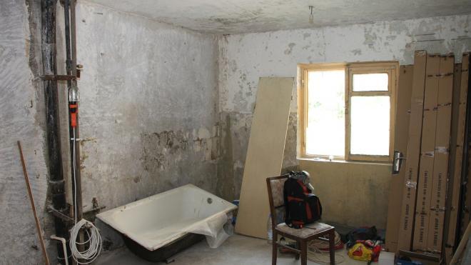 Петербуржец задобрил жилинспектора взяткой за незаконную перепланировку квартиры