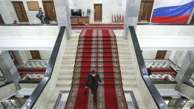 Госдума рассмотрит законопроект об ужесточении наказаний коллекторов за незаконные действия