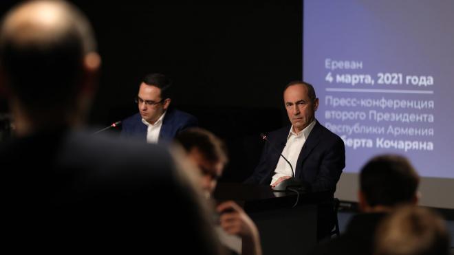 Экс-президент Армении Кочарян поддержал лидера объединенной оппозиции Манукяна