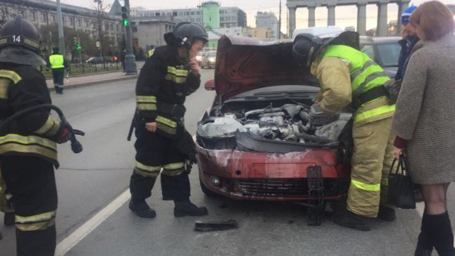 В Петербурге из-за ДТП загорелся Volkswagen