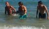 В Испании туристы замучили дельфина до смерти ради селфи
