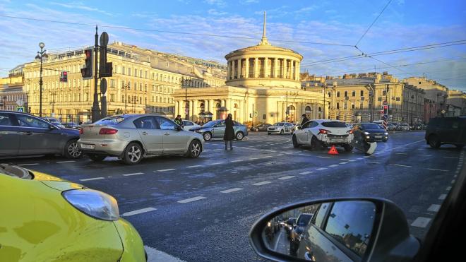 К утру 28 октября в городе зафиксировали 404 случая ДТП