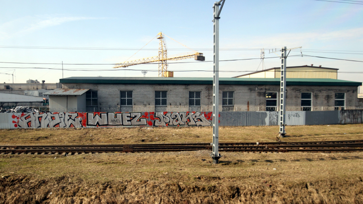 От Московского вокзала до Колпино исчезнут граффити: ограждения закрасят в корпоративные цвета РЖД
