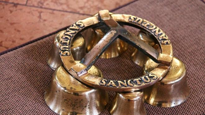 В Петербурге у китайской студентки соседка украла колокол из желтого металла