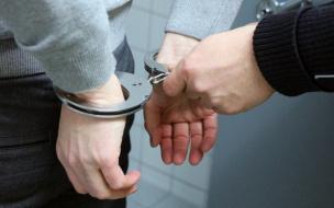 Следователь из Петербурга останется под домашним арестом из-за получения взятки