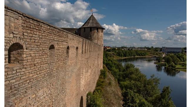 Археологи из Петербурга исследуют культурный слой 14-17 веков в крепости Ивангорода