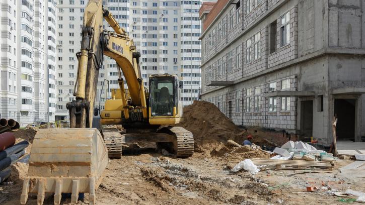 Вице-губернатор Петербурга проконтролировал строительство на социальных объектах в трех районах города