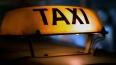 Пьяные пассажиры такси дважды ограбили водителя и ...