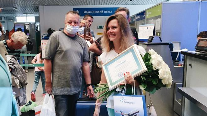 Петербурженка стала 400-тысячным пассажиром аэропорта в Геленджике