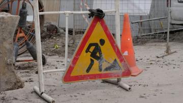 С 15 мая на нескольких улицах Петербурга ограничат движение транспорта