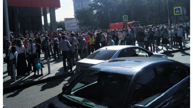 """Фото: из ТЦ """"Водный"""" в Москве эвакуировали сотни людей"""