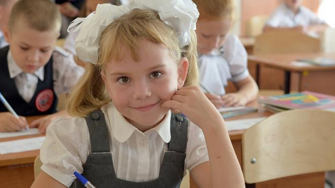 Перед началом учебного года специалисты проверят качество школьной формы