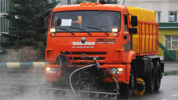 Дорожные службы продолжают уборку города