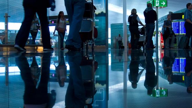 """В """"Пулково"""" задержали мошенницу, которая пыталась унести из зоны выдачи багажа чужой планшет"""