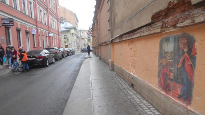 С начала апреля коммунальщики вымыли 600 улиц Петербурга
