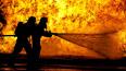 На проспекте Ветеранов 14 спасателей тушили горящую ...