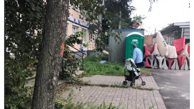 На улице Белы Куна мужчина выпал из окна: появились фото