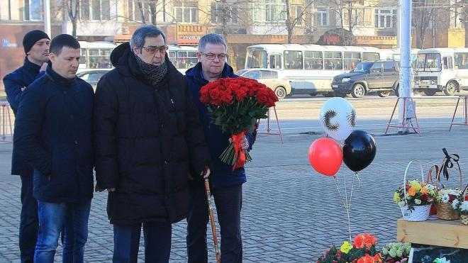 """Тулеев: Причиной пожара в """"Зимней вишне"""" мог быть поджог"""