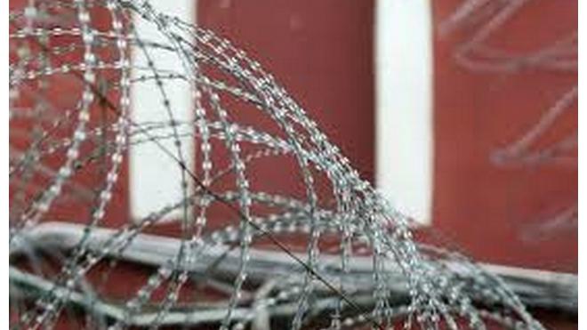 В Обуховской исправительной колонии из окна на пятом этаже выпал заключенный