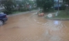 Двор на улице Джона Рида затопило мутной водой с плохим запахом