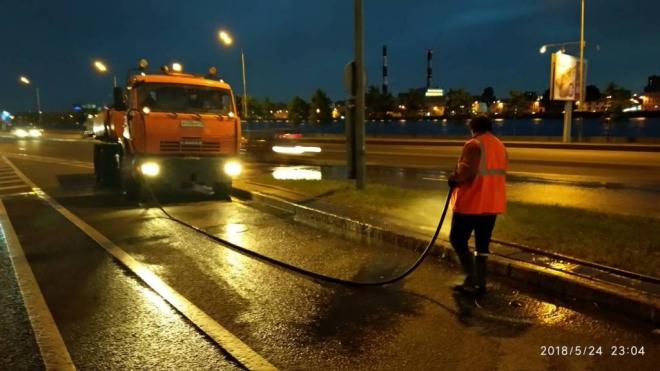 Петербург после Дня города залили 5,5 тысячами кубометров воды