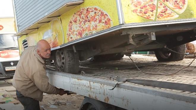 Чиновники очистили Петербург от 60 незаконных торговых точек
