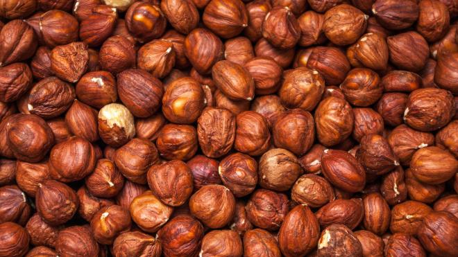 В Петербург и Ленобласть завезли 55 тысяч тонн орехов за 5 месяцев