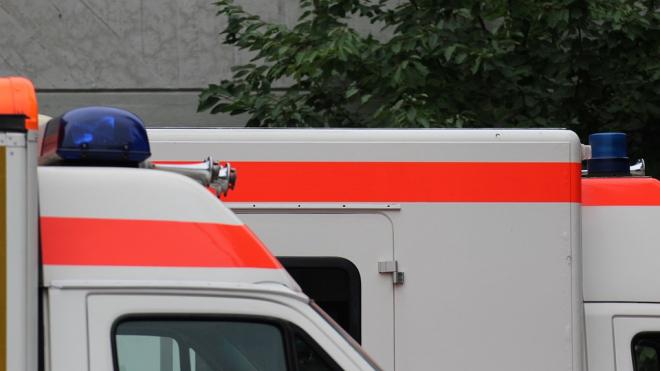 В центре Петербурга пьяный мужчина выпал с 4-го этажа