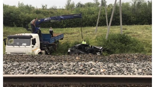 Под Оренбургом погиб водитель иномарки, влетев под поезд