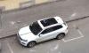 Фотофакт: кусок лепнины Экономического колледжа пробил стеклянную крышу припаркованной иномарки