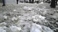 Дороги Петербурга снова посыпают песком и солью