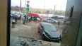 На Пироговской набережной машина врезалась в крыльцо ...