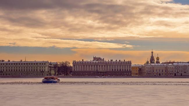 В Петербурге установили прожиточный минимум выше федерального
