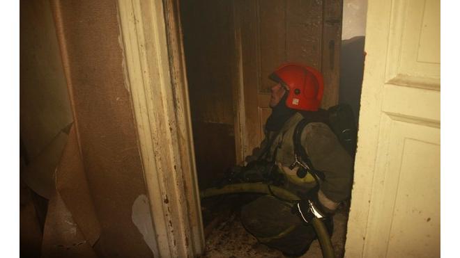 Из горящего кафе на Стачек эвакуировали 9 человек