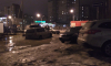 На Богатырском проспекте автомобиль застрял в глубокой дорожной яме