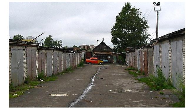 На Планерной улице в Петербурге выселяют гаражный кооператив