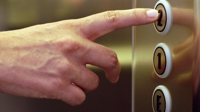 В Петербурге в 2021 году отремонтируют еще тысячу лифтов