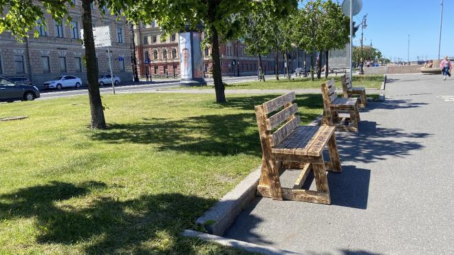 Петербуржцы создали на Воскресенской набережной зону для отдыха