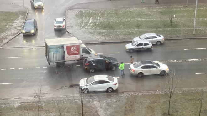 Авария на улице Адмирала Трибуца заблокировала проезд по полосе