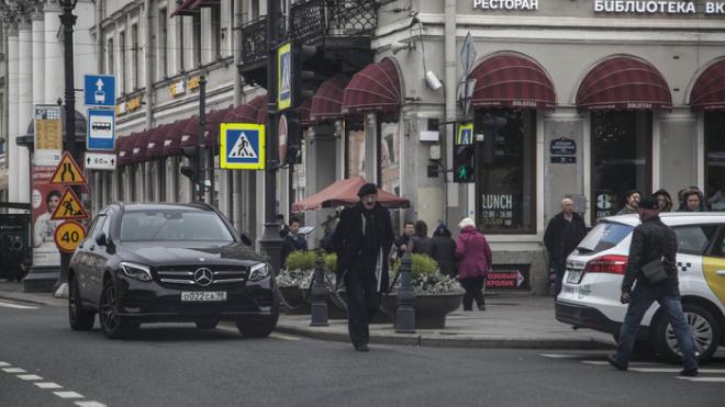 """Петербуржцы: Боярский припарковался в центре города на """"встречке"""""""