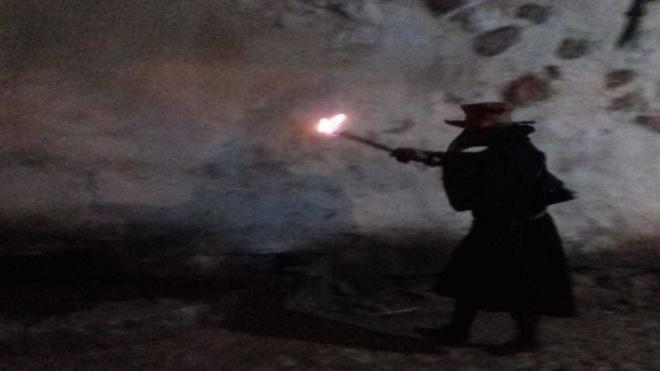 Чумной доктор прошелся у стен Выборгского замка